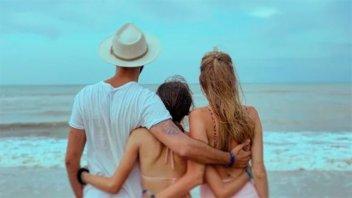 Abel Pintos publicó la primera foto junto a su novia en la playa