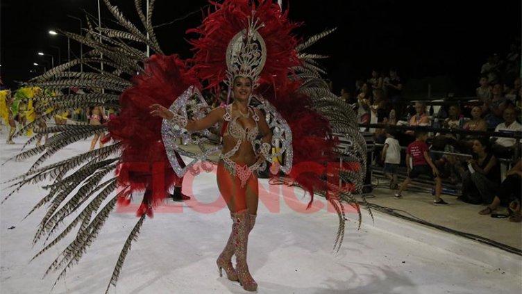 Ritmo, color y alegría en la primera noche del Carnaval de Santa Elena