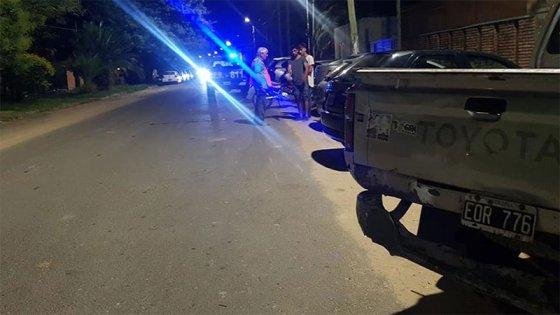 Motociclista chocó contra una camioneta estacionada y resultó herido