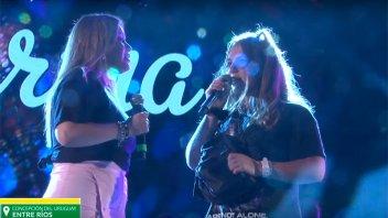 Karina cantó junto a su hija Sol en Concepción del Uruguay