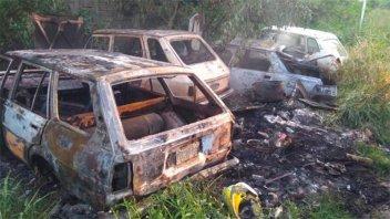 Quemaron tres coches en Paraná
