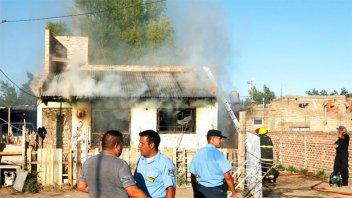 Investigan un incendio que causó la muerte de testigo del parricidio en Neuquén