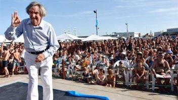 Carlitos Balá cantó sus mayores éxitos ante varias generaciones y fue ovacionado