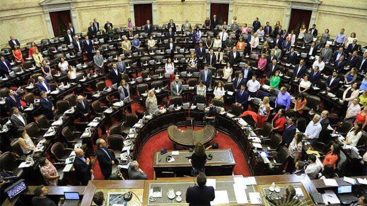 Diputados tratan el proyecto de deuda externa