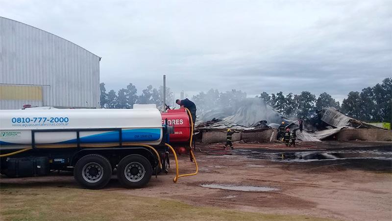 Así quedó la fábrica tras la explosión e incendio.-
