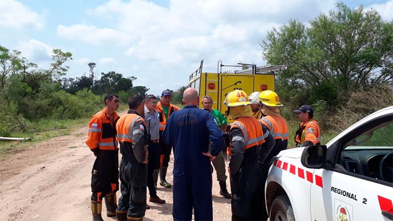 Bomberos Voluntarios de Ramírez trabajan en la zona del temporal.-