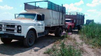 Un adolescente murió aplastado por un camión que remolcaba a otro