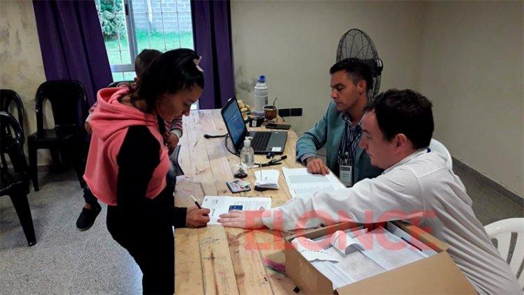 Inició la entrega de las Tarjetas Alimentar en seis departamentos entrerrianos