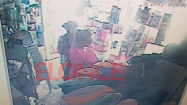 Video: dos mujeres robaron en un bazar y quedaron filmadas