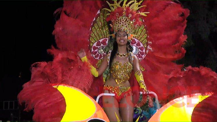Paraná baila al ritmo de su segunda noche de carnavales