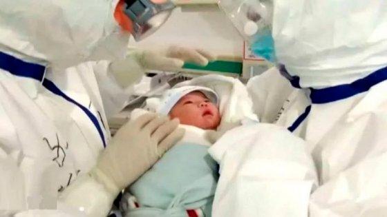 Una recién nacida contrajo coronavirus y se recuperó sin recibir tratamiento