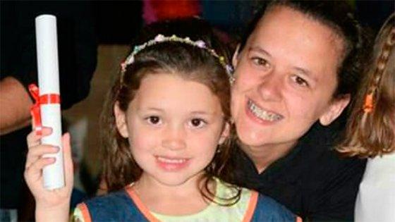 Poste se cayó sobre niña de 5 años y sufrió heridas: Está en terapia intensiva
