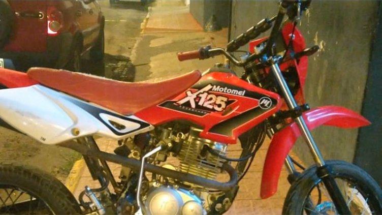 Pidieron rescate por una moto robada y terminaron detenidos: ocurrió en Paraná