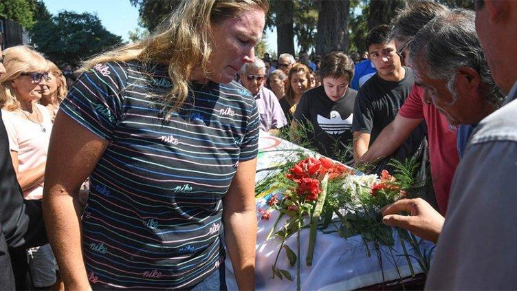 Cubierto con una bandera olímpica, despidieron los restos de Braian Toledo