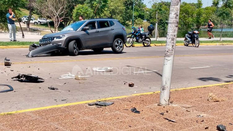 Vehículo chocó contra un poste y un bebé salió despedido por la ventanilla