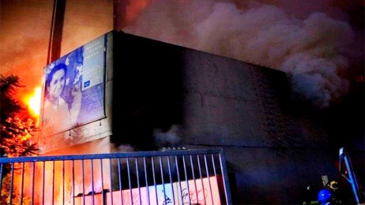 Un herido grave y un museo incendiado, en noche de protestas en Chile
