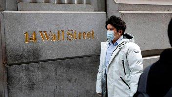 Se derrumban las bolsas en el mundo y se dispara el riesgo país en Argentina