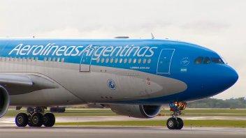 Aerolíneas Argentinas, en crisis: Pagará sólo la mitad de los sueldos de junio
