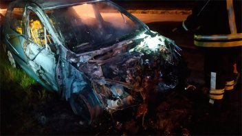 Iba circulando y se le incendió el auto: Importantes daños materiales