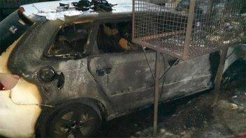 Nueva modalidad: Incendian autos durante la madrugada