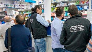 Clausuran farmacias y multan a comercios por sobreprecio y desabastecimiento