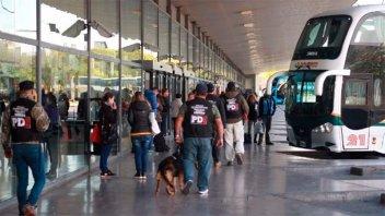 Volvían de Brasil y cambiaron carteles de los micros para evitar la cuarentena