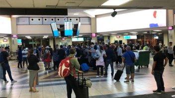 Hay 400 argentinos varados en Panamá: El aeropuerto cierra hasta fines de abril