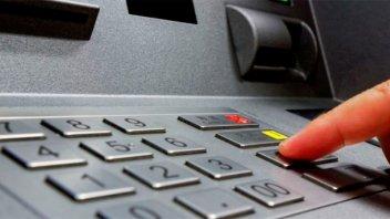 El Banco Central garantizó que reforzará la distribución de billetes en cajeros