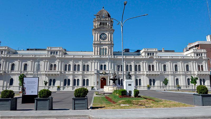 El miércoles empiezan a pagar sueldos a estatales entrerrianos: El cronograma