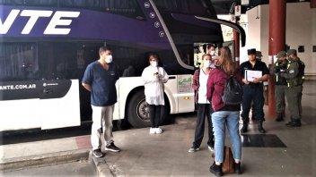 Continúan los operativos a los micros que llegan a terminal de ómnibus de Paraná