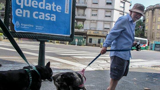 Cuarentena: Prevén un aislamiento parcial y segmentado para grupos de riesgo