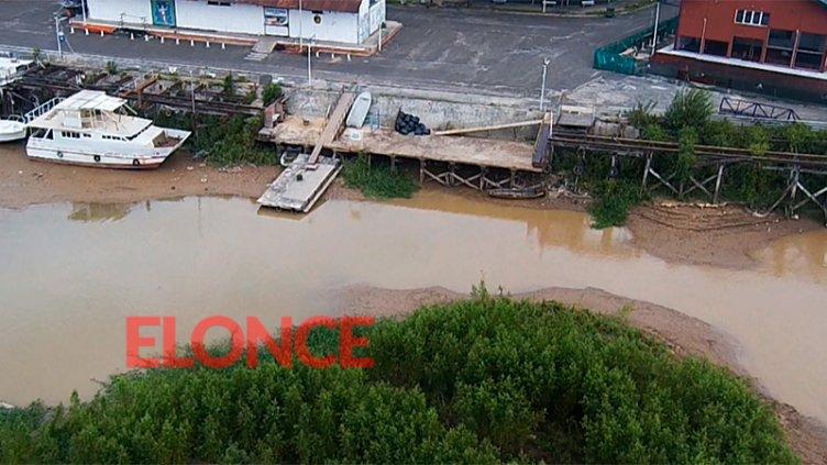 El río acelera su bajante en Paraná y preocupa por la navegación comercial