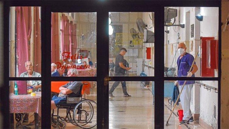 Enfermera de geriátrico se contagió de coronavirus: 56 personas fueron aisladas