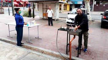 Municipio mendocino instaló bachas con agua y jabón en zona de bancos