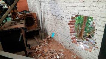 Hicieron un boquete, robaron y destrozaron una fábrica de pastas