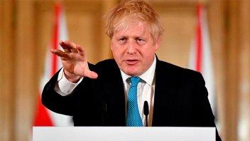 El primer ministro británico sigue con síntomas de coronavirus