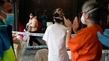 España suma nuevamente más de 900 muertos en las últimas 24 horas
