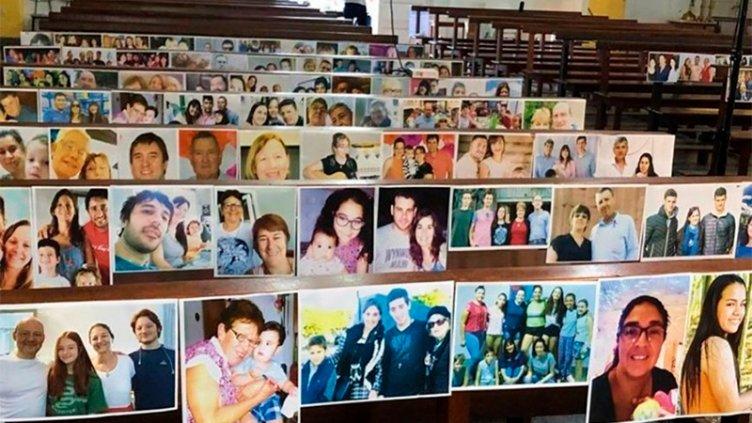 Misa virtual: Sacerdote colgó fotos de sus fieles en los bancos de la parroquia