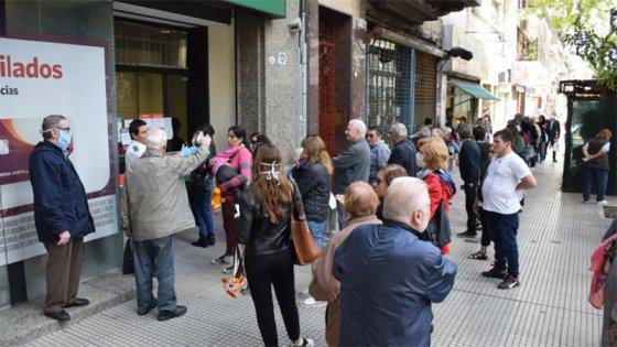 Sábado y domingo con bancos abiertos: quiénes pueden ir a cobrar