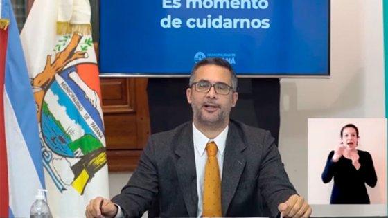 Municipales continúan con desinfección y realizan concientización en bancos