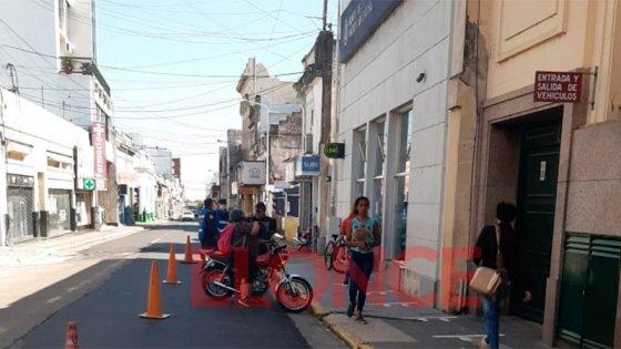 Este sábado, poca gente en bancos: hubo desinfección y operativos de policía