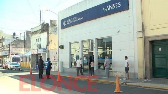 Los bancos pagarán este domingo a los jubilados con DNI terminados en 2 y 3