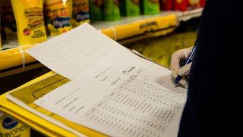 El Gobierno permitirá que los intendentes controlen los precios en comercios