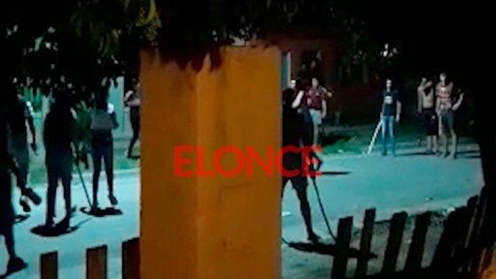 Videos: Dos familias se enfrentaron con amenazas, palos, hierros y botellas