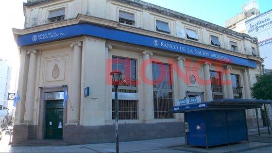 Bancos refuerzan recarga de cajeros y habilitan turnos para la atención