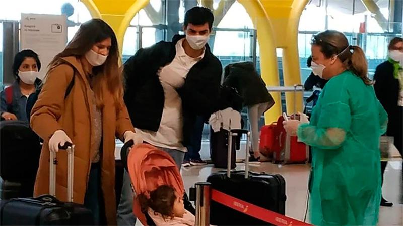 Macedo, Urtubey y su hija vuelven a Argentina en vuelo de repatriación