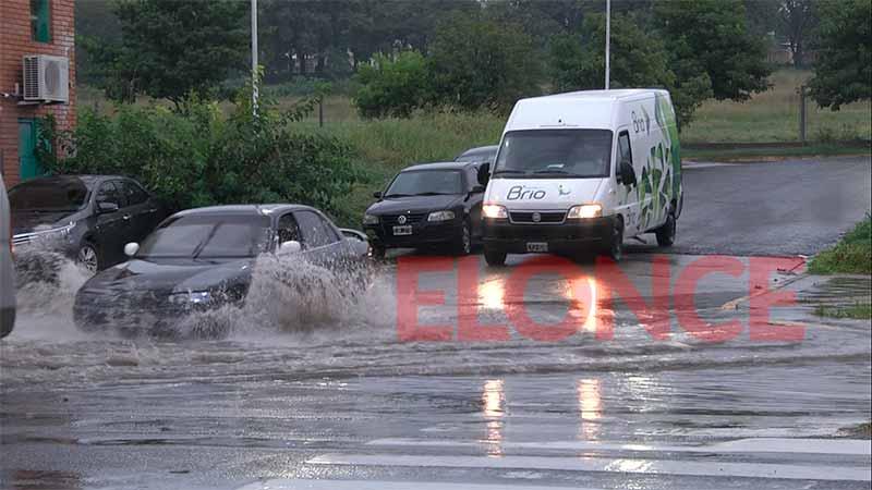 Llueve en Paraná y rige alerta por