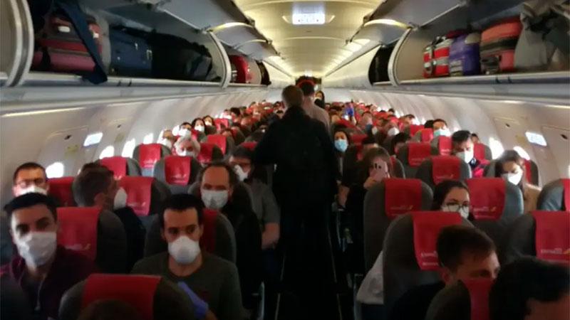 El vuelo de Iberia iba lleno Crédito: Twitter