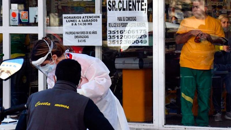 Un empleado de supermercado contagió a nueve integrantes de su familia