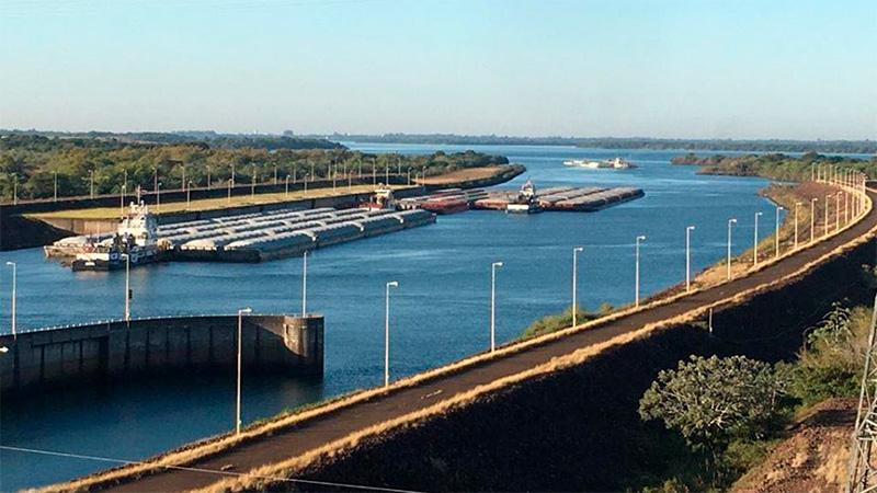 Apertura de compuertas de Itaipú permitió movilizar más de 150 barcazas con soja